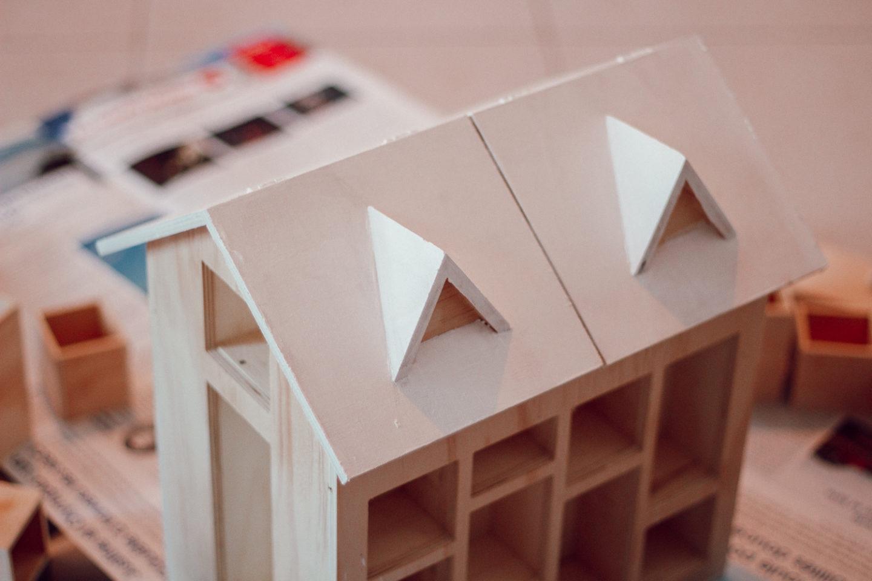 DIY Calendrier de l'Avent : étape 1 = peindre le toit en blanc